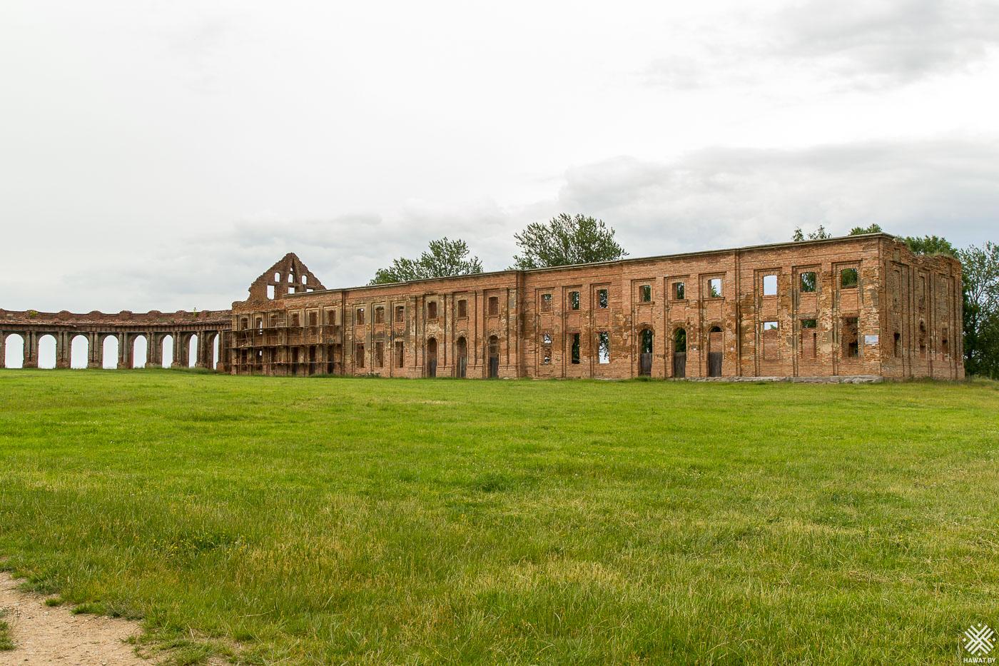 Восточное крыло дворца в Ружанах
