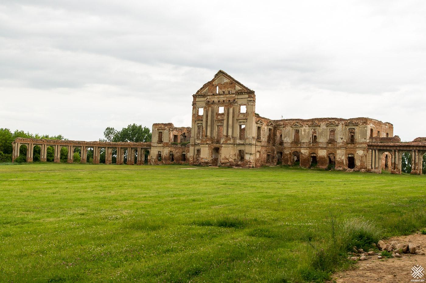 Руины дворца в Ружанах